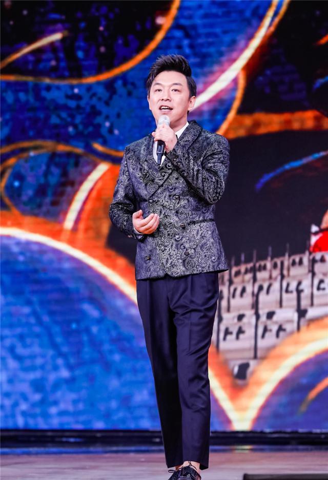 黄渤北京国际电影节脱口秀幽默开场 携电影《