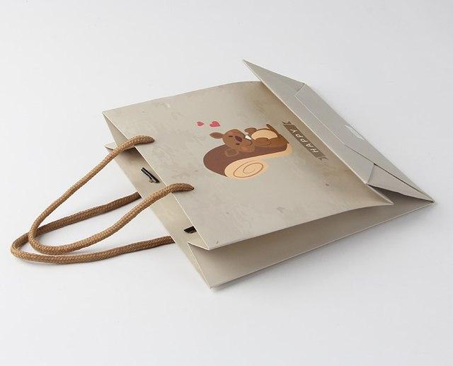 服装纸袋在面对年底的订做潮面前得理性、专业处理