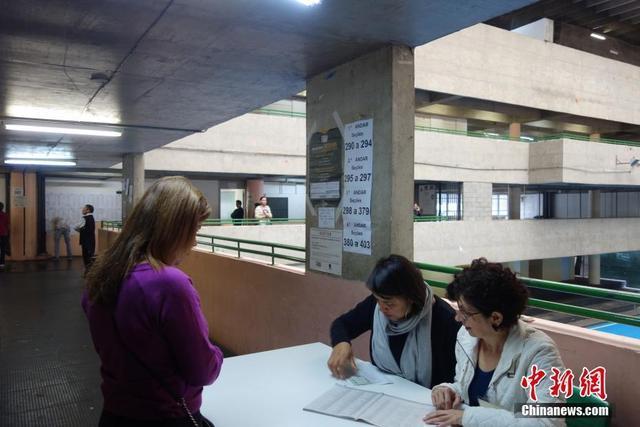 巴西举行总统选举 选民投票秩序井然