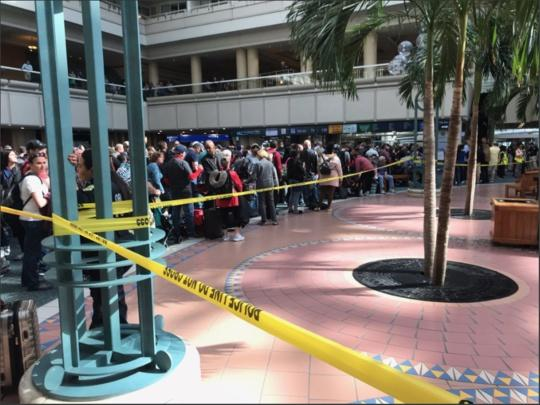 美国奥兰多机场一员工疑跳楼身亡 导致航班大面积延误