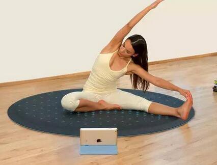 在家里健身怎么练?教你这3个高效徒手动作