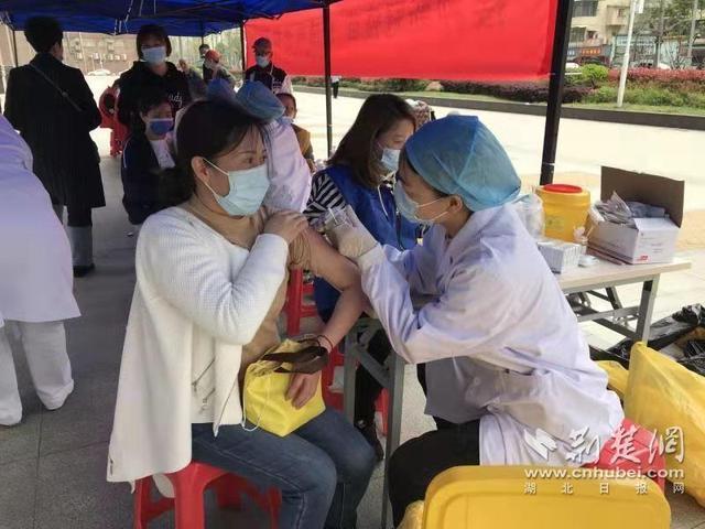 """漢陽洲頭社區優化接種服務 在""""傢門口""""設立疫苗接種點(圖)"""