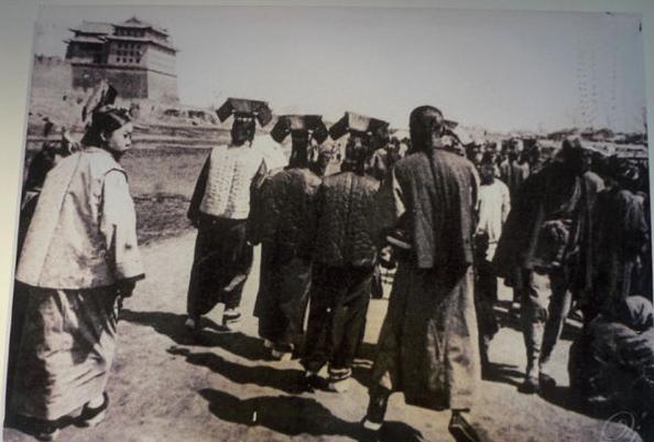 10张百年前的春节老照片,看完感觉以前过得都是假年