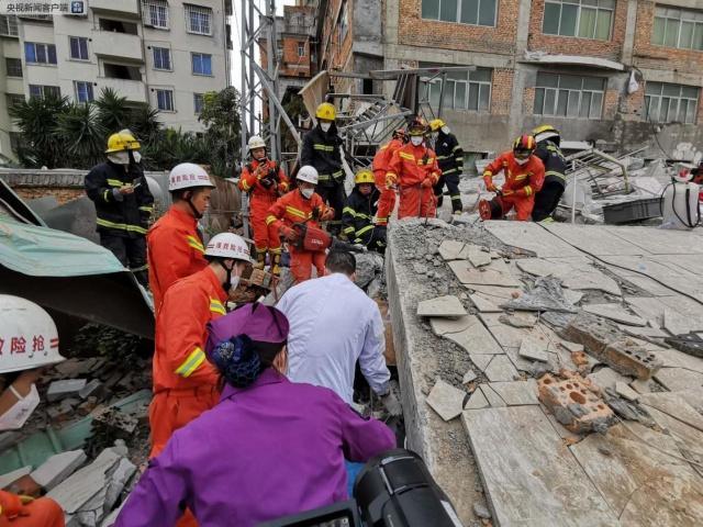福州一幢自建民房今早发生倒塌 多人被困!百人紧急救援!