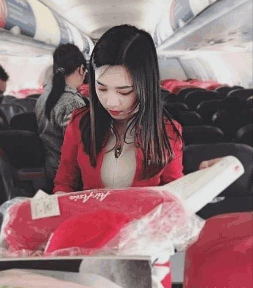 """亚洲""""最美""""空姐走红,浑身散尽气质,网友:秒杀一堆网红"""