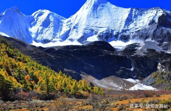 在美丽的香格里拉,看神圣的雪山美景