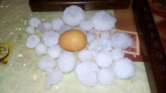 恶劣天气下冰雹,太阳能热水器砸出洞,洗澡成了