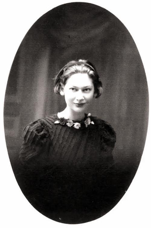 卿说 这个英国美女,翻译了《红楼》《水浒》,却躲不过十年浩劫
