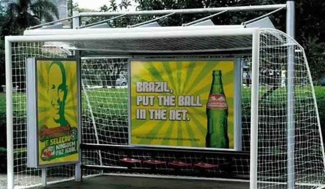 足球门版公交站台广告