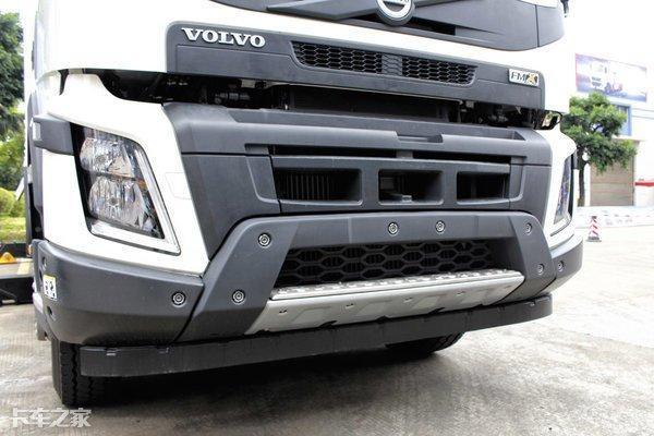 460马力沃尔沃8X4重卡做底盘,这台清障车价格超过200万