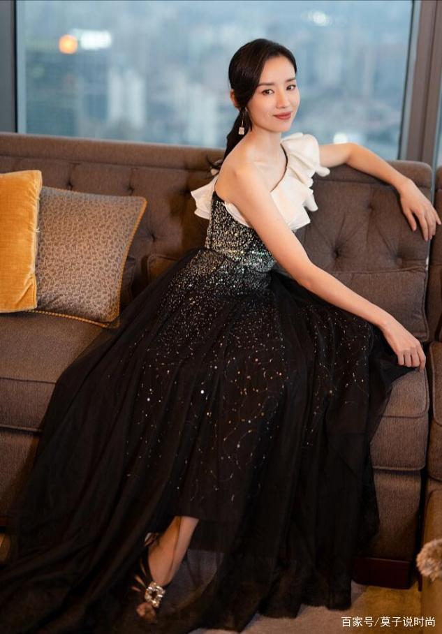 董洁的颜值回春真漂亮!穿着蕾丝纱裙证明气质,谁看得出来她41岁