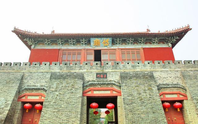 泰山脚下的寺庙,气势媲美皇家建筑,是泰山真正的起点