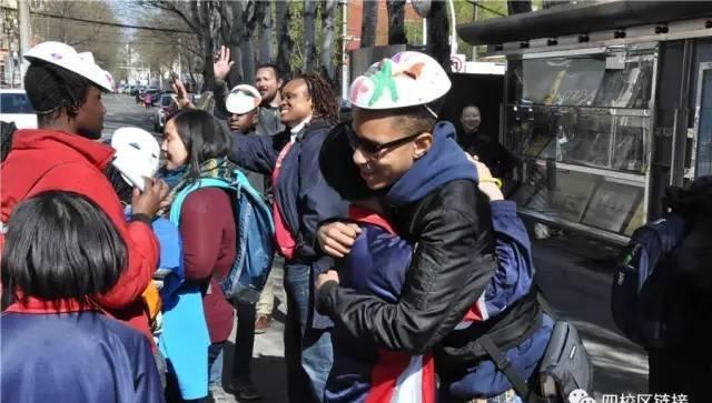 呼和浩特实验中学启秀校区热情接待国际友好学