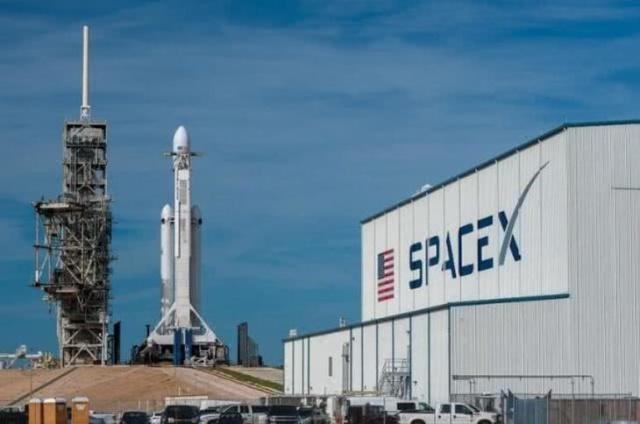 马斯克的梦想再度面临新困难 SpaceX公司计划裁员10%