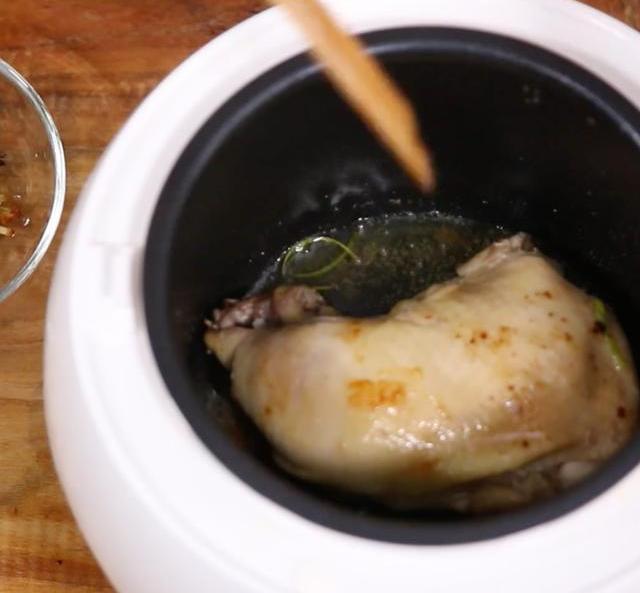 怎么在家自制好吃的盐焗鸡?