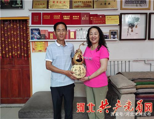 大学生村官用葫芦创业致富