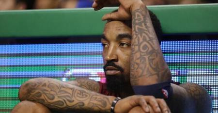 鄭州紋身分享JR-史密斯決定用護腿擋住紋身:不會送錢給他們|洗紋身-鄭州天龍紋身工作室
