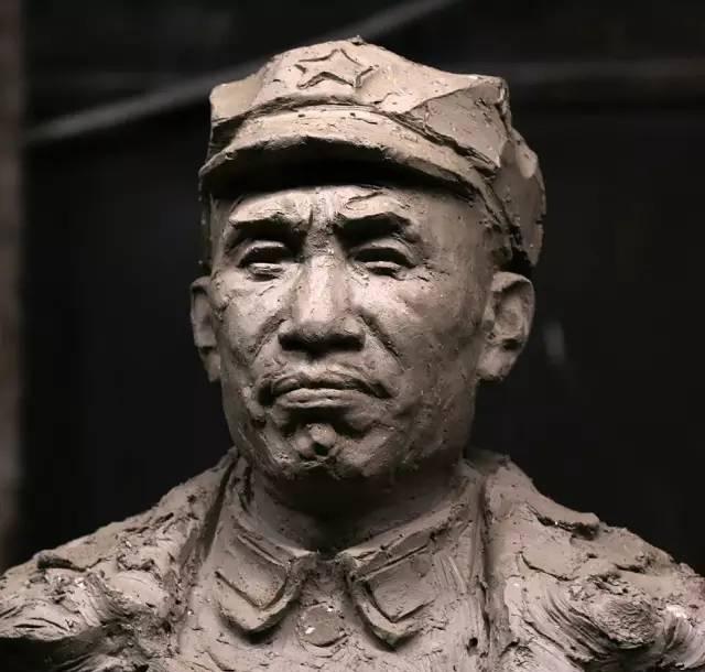 年轻的朱德铸铜人物肖像雕塑