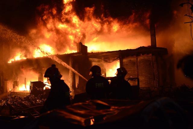 孟加拉��首都�l生火�� 造成41人死亡