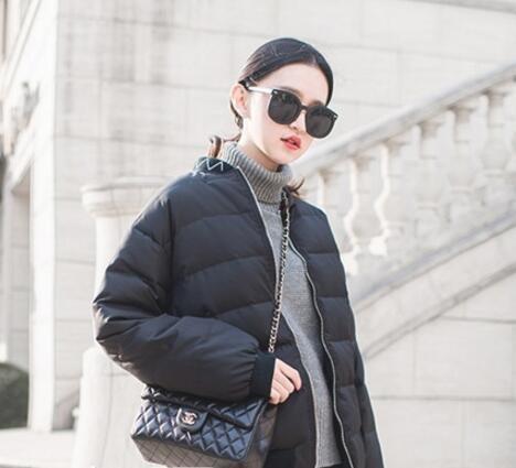 黑色短款小外套怎么搭配好看?几个方法教你穿出休闲风