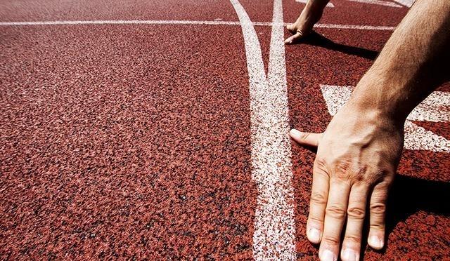 你还在有毒的塑胶跑道上奔跑吗,味道刺鼻就躲远点