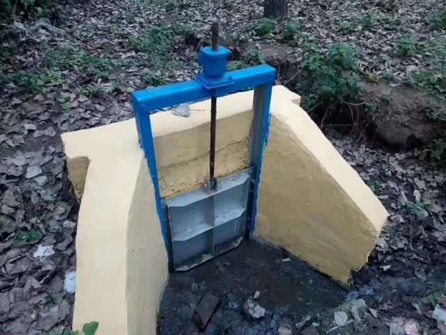 农田灌溉手提式闸门简介