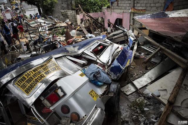 菲一贮水箱爆炸致3死40余伤 警方封锁街道