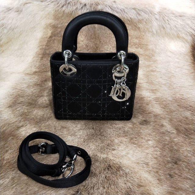 Dior包包鉴定方法