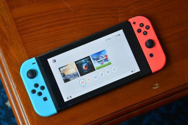 任天堂switch拥有三种不同的操作方式:连电视、手持、桌面