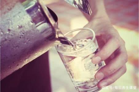 饮水机卫生吗?需要买净水器吗?