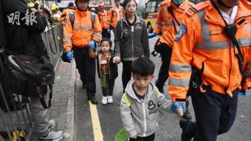 香港两校车迎面相撞 15名幼童及1名保姆受伤