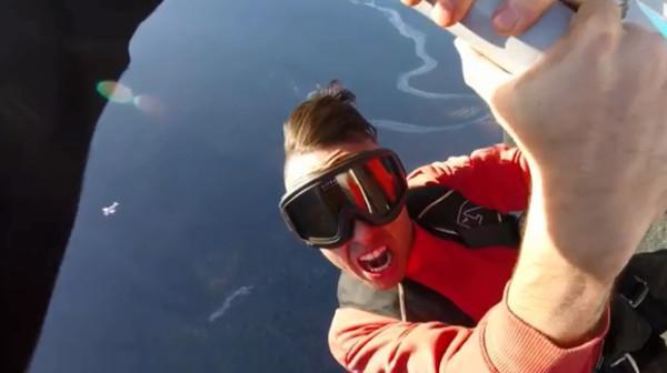 加拿大34岁男歌手高空拍MV坠亡 绝望松手来不及打开降落伞