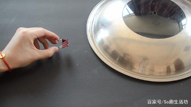 长尾夹还能在锅盖上这样用,学会能帮家里省不少钱,简直太实用了