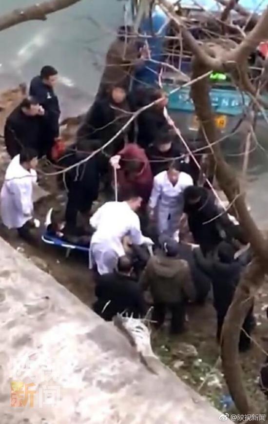 陕西公交车坠江现场照被曝光 陕西公交车是怎么坠江的事件始末