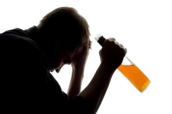 男子年会饮酒死亡:专家教你醉酒后怎么解酒!