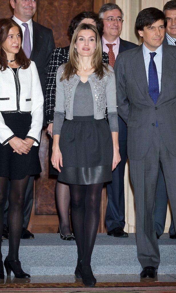 45岁西班牙王妃莱蒂齐亚越穿越年轻!一袭白