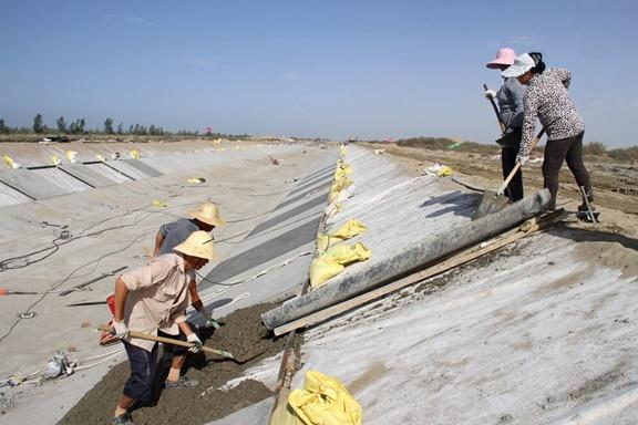 农民修渠挖出一古墓,从随葬品中发现此物而惊呆,专家:无价之宝