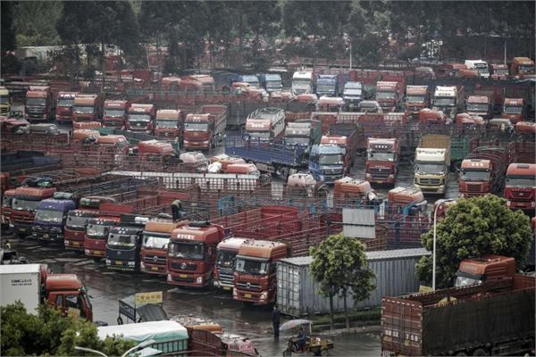 夫妻送货进藏缺氧去世 货运司机生活难保障 无人卡车或是解决之道