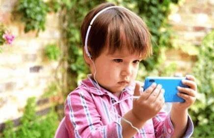 电子产品引入教学引争议 专家:利大于弊
