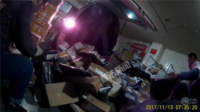 暗访申通:快递员偷吃偷拿 有人把玩包裹中女性成人用品