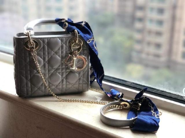 奢侈品包包用过2年还能售后吗 奢侈品包包排行榜是怎么样的