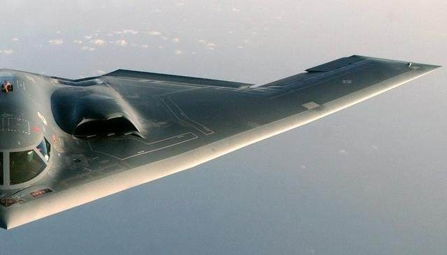 维护B-2隐身战机最大挑战是修补机身的雷达吸波材料