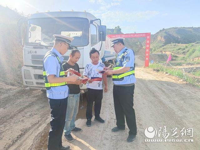 黃龍交警:普法宣傳進企業 安全生產萬裡行