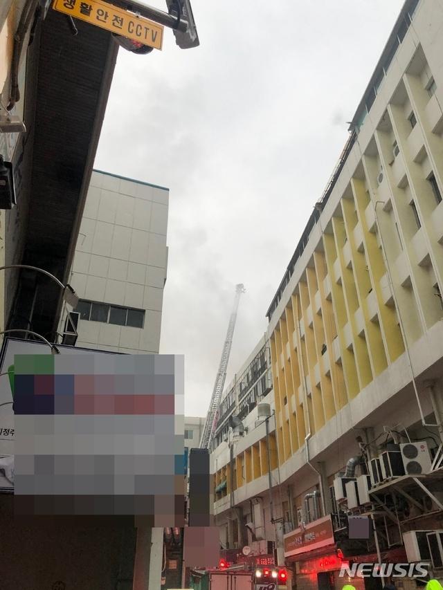 突发!韩国大邱一桑拿房起火 2人死亡40多人受伤