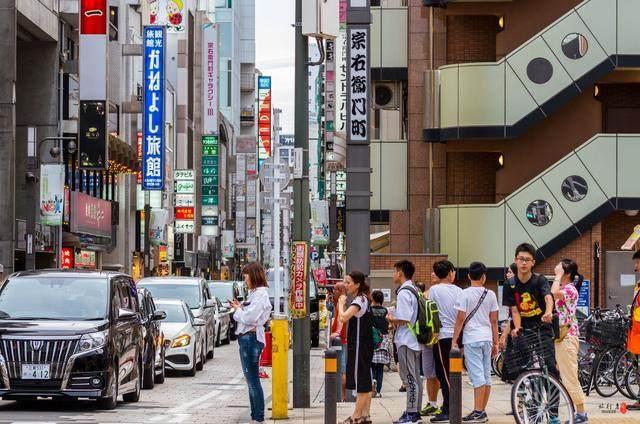 为什么中国假期那么多人去日本游玩,而日本来中国游览的人很少