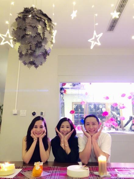 韩庚35岁生日晒照怎么回事?韩庚35岁生日照片妈妈与女友同框