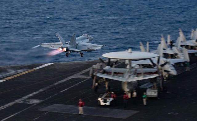 冲突一触即发!伊朗刚刚撂下狠话美军3艘航母?#25512;?#31243;?#24140;?#27874;斯湾