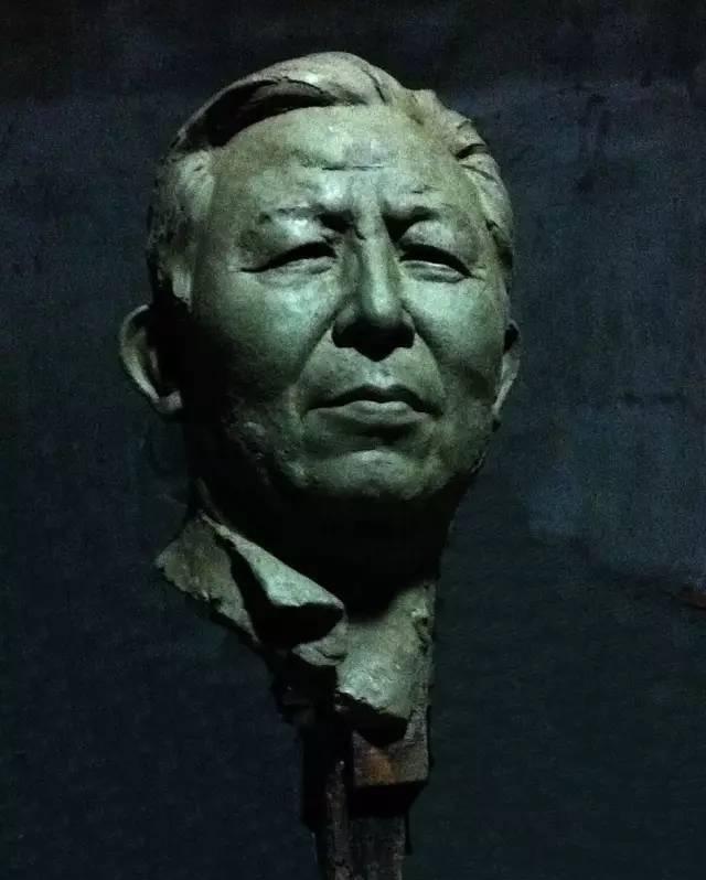 王盛烈铸铜人物肖像雕塑