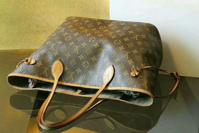揭秘!LV购物袋用些时间就变色是怎么回事!
