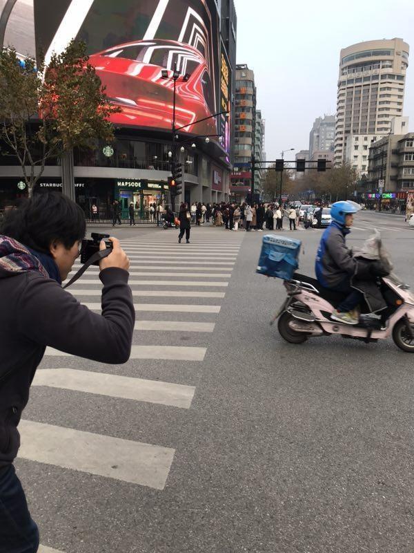 我为何在杭州抓拍3000名快递员?-快递新闻网
